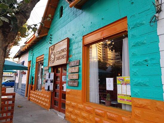 Desde kejos podrás ver nuestro restaurant que queda a 10 minutos caminando de la playa.