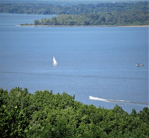 Peoria, IL: Illinois River on a sunny summer day (3). August 2021