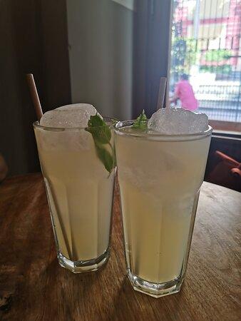 limonada casera con hierbabuena.