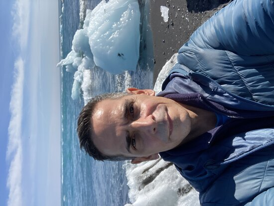 South Coast and Jökulsárlón Glacier Lagoon Day Tour from Reykjavik: Before arriving to the lagoon, the tour stopped by the Diamond Beach to see pieces of iceberg.... fantastic!