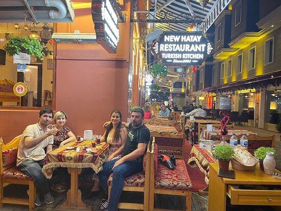 Супер приветливый хозяин в прекрасном ресторане New Hatay restaurant, в городе Стамбул, Турция. Отличный сервиз, невообразимо вкусная еда😍приветливый персонал и незабываемый вечер👍👍👍👍