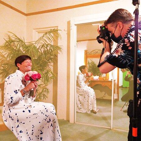 The Viva Las Vegas Wedding Chapel offers professional wedding photo sessions.