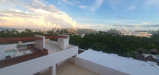 Vistas desde ubicaciones habituales del hotel.