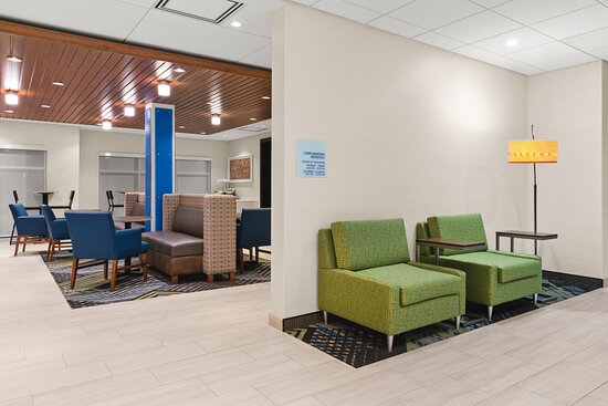 Our Suisun City meeting room provides easy access to the lobby.