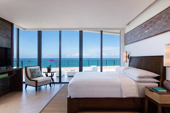 Grand Panorama Ocean View Suite
