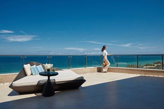 Grand Panorama Ocean View Suite - Balcony