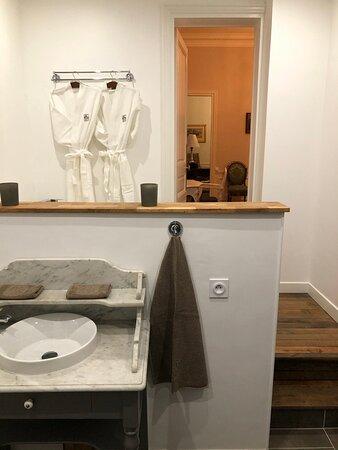 Bagnoles-de-l'Orne, Fransa: Albert Christophle suite, bathroom