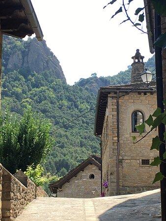 Santa Cruz De La Seros, Ισπανία: detalle de las chimeneas (espantabrujas)