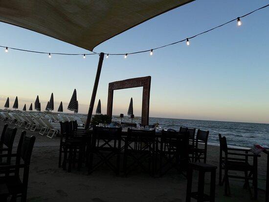 Tavoli in riva al mare