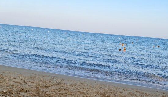Kıbrısın en güzel denizi. Kum plajı.
