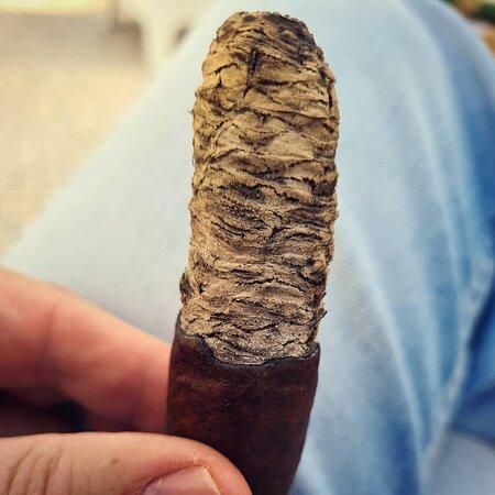 אשטוריל, פורטוגל: HABANOS POINT GOLD, with international certification, home of Cuban-born habanos, cigars from Nicaragua, Dominican Republic, Ecuador, Honduras, Colombia... .  Located in Estoril, in the Cascais region.  We organize events with Cigars in: hotels, congresses, private parties, wineries, bars...  All types of accessories for cigars: guillotines, lighters, ashtrays, cigar boxes, Le Fine Lames knives...