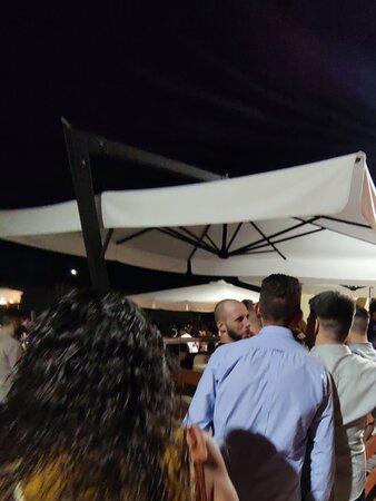 Ottimi cocktail ma zero relax , musica a palla e gente una sopra l'altra.