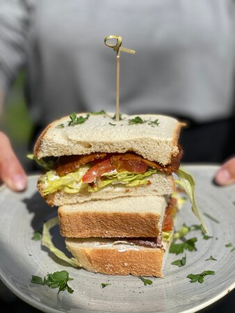 The VLT (vegan bacon, lettuce and tomato)