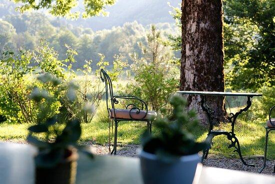 Le jardin avec vue sur la campagne