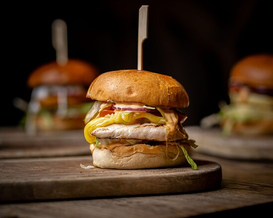 Combining the amazing taste of succulent burgers with an unbeatable view of London, Waterfront London is a perfect spot for affordable business lunch meals that are memorable.