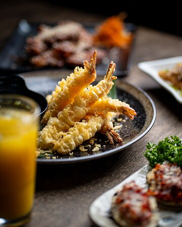 Feel the warmth and comfort of Waterfront London. With fresh seafood, smiling staff and a welcoming environment you'll feel instantly at ease with your surroundings. Enjoy a meal that will make you want to stay all day long!