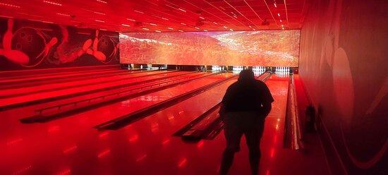 Le bowling et la salle de jeu à quelques mètres de l'hôtel...