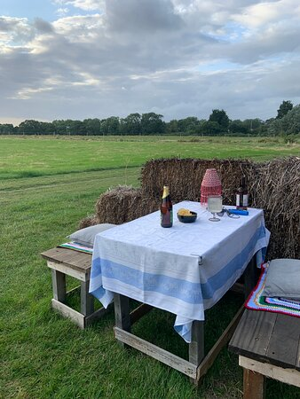 Dining setup! What a gem! Ellenden Farm Glamping on the outskirts of whistable is the perfect little spot to stay! Off the grid but has all the comforts you would need
