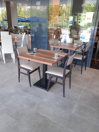 Esterno, tavolino