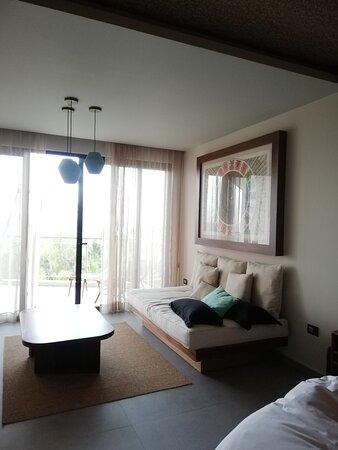 Habitación grande y cómoda con todos los servicios
