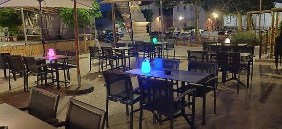 Gonfaron, Francia: Nous vous proposons sous le thème de l'île de la Réunion des cocktails exotiques maison accompagnés de tapas, dans un cadre décontracté aux couleurs tamisées.