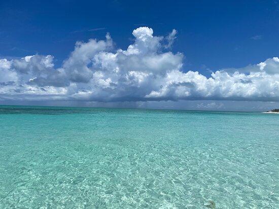 Full day 7hours- beach bbq, snorkel, Iguana island, half moon bay pine cay, Fun!: Beautiful water everywhere