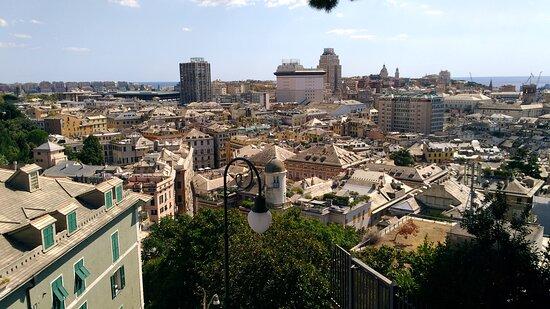 ג'נובה, איטליה: Genova.Panorama da Spianata Castelletto.