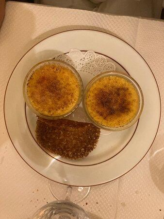 Crèmes brûlées  avec coulis de fruits -idem