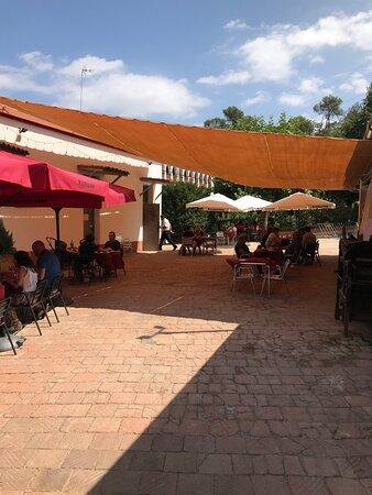 Comedor en la terraza al aire libre.