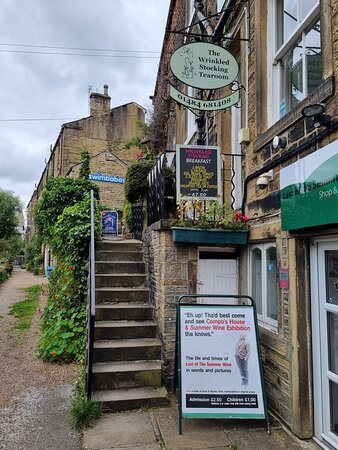 Holmfirth, UK: Entrance to the Exhibition and 'Nora Batty's Steps !!