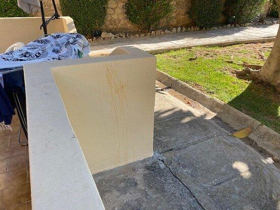 propreté des murs de la terrasse ... no comment ...