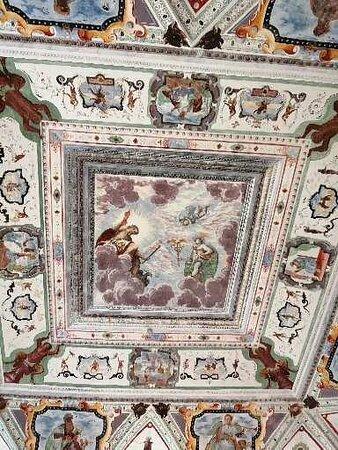 Alcuni dettagli degli affreschi all'interno del Palazzo Vertemate Franchi.