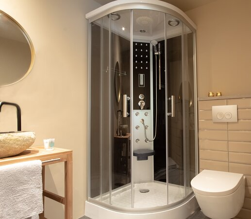 Private bathroom in each studio with luxury cabine, towels and hairdryer.