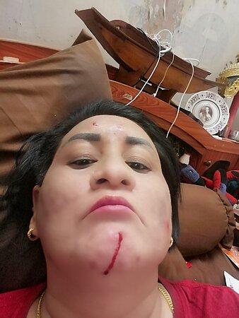 "Saraburi İli, Tayland: ""คำพูดที่ให้กำลังใจเมื่อเกิดความล้มเหลวนั้นมีค่ามากกว่าการชมเชยหนึ่งชั่วโมง หลังจากความสำเร็จ""เคยไหม..ในวันที่เราท้อ เพราะไม่ได้ในสิ่งที่หวัง เหนื่อยเกินกำลังจะสู้ไหว ..ล้ม..อยากจะลุก แต่แรงก็น้อยเกินลุกขึ้นไหว ทั้งเหนื่อย ทั้งท้อ..จะเดินไปต่อ..หรือจะพอแค่นี้..ในแต่ละวัน เหมือนเราได้ออกเดินทาง จากจุดสตาร์ท..กำลังใจจากตัวเองที่แบกมามีเต็มกระเป๋า เวลาผ่านไป เริ่มใช้ไปทีละนิด ทีละนิด..ยิ่งระยะทางไกลออกไปเท่าใด กำลังใจก็เริ่มร่อยหรอ ระยะทางที่เต็มไปด้วยอุปสรรค"