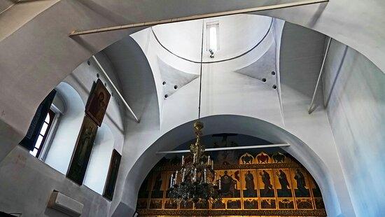 в интерьере церкви Николая Чудотворца