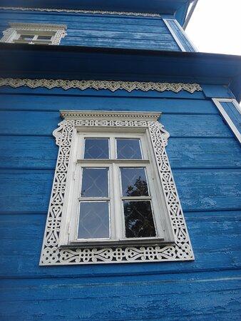 Резные наличники на окнах