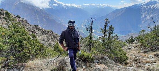 Hunza, Pakistan: Climbing up the meadows