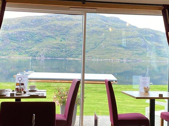The breakfast room overlooking the loch