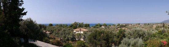 Blick von oberem Balkon zum Meer / Strand