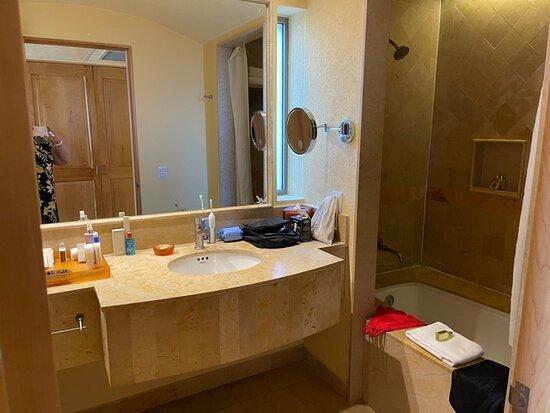 Studio bathroom - room 2714