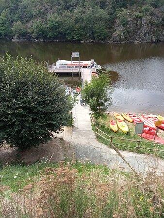 Restaurant Hôtel Embarcadère Bateau-Mouche Canoë Kayak du Lac. Vue 17. Promenade au Sein de La Damoiselle des Fileuses, d'1 Heure 10 sur Le Lac d'Eguzon. Crozant 23160.