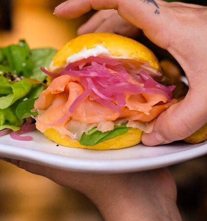 Sanduíche Bun de Salmão