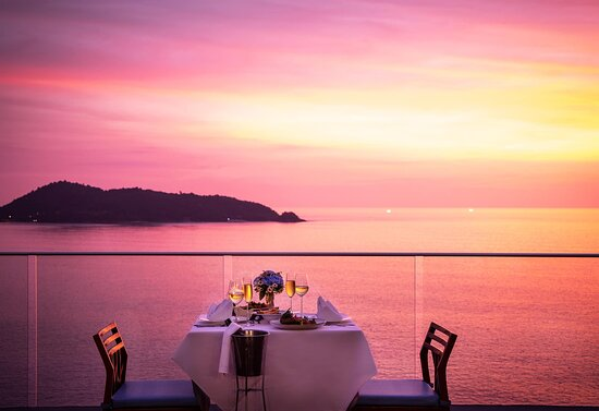 Romantic dinner under the twilight at Malika Sky Bar 6th Floor, The biggest rooftop bar around Patong.