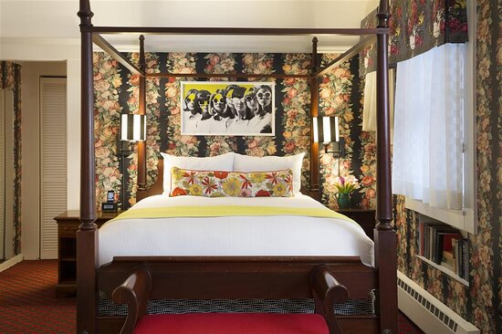 White Swan Abbey Suite Bed
