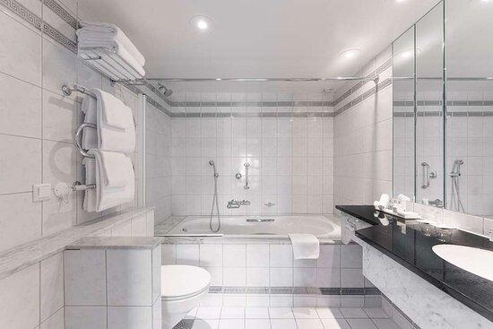 Suite Bathroom - Panoramic Fjord View