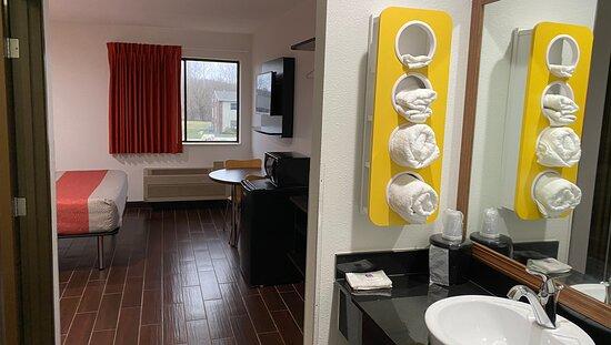 MH Relax Inn Franklin IN Amenities Bathroom