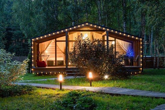 Панорамные GlampHouse дома рассчитаны для комфортного отдыха семьей с полным погружением в силу и красоту природы.