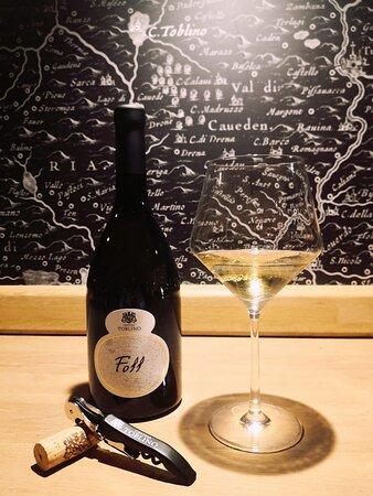 Foll - Chardonnay: un vino emozionante ed armonioso come il vento che soffia nelle valli trentine🍃