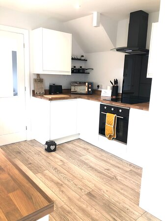 Tatworth, UK: Kitchen from another angle
