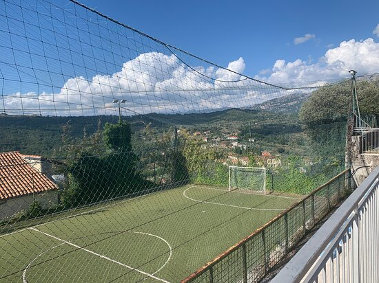 Laurino, Italien: Soccer place on a hill